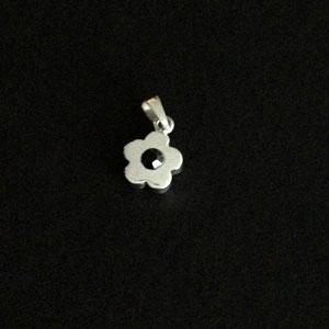 Daisy silver pendant