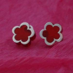daisy studs with silver