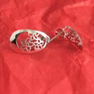 Oval silver cut out earrings with flower