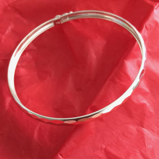 Silver ribbed bangle