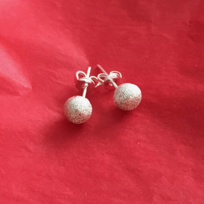 Silver sparkle spheres