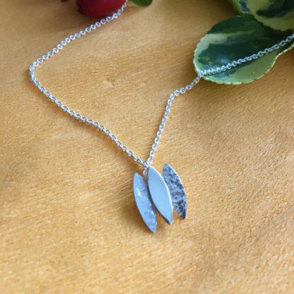 Three leaves pendant